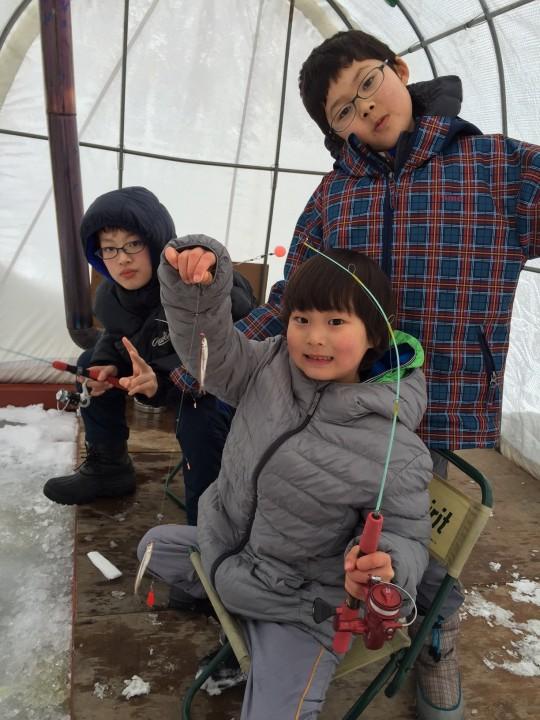 阿寒湖でワカサギ釣り